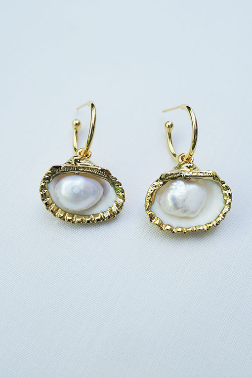 pendientes dorados conchas perla de anartxy