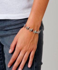pulsera any time de la marca uno de 50 compuesta por piezas de metal bañadas en plata y cuero