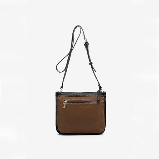 bolso bandolera de la marca abaccino en color marron parte trasera