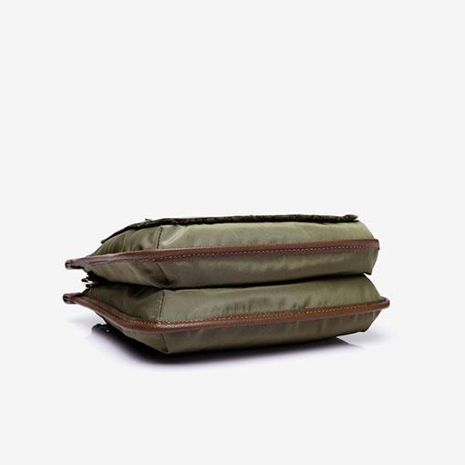 bolso bandolera de la marca abaccino en color verde bajo