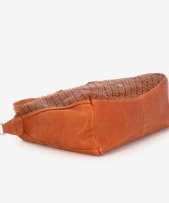 bolso bowling de piel de la marca abaccino en color cuero por la parte baja