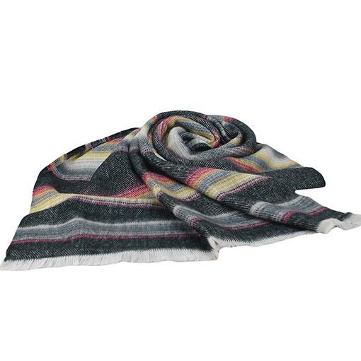 bufanda colorida con rayas horizontales en colores negros de la marca zarucho