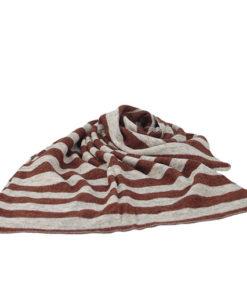 bufanda de rayas horizontales de la marca zarucho en color granate