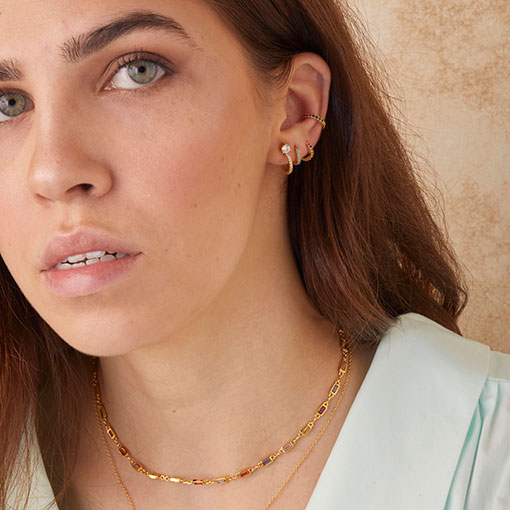 collar ambrosía gold de la marca kommo en modelo