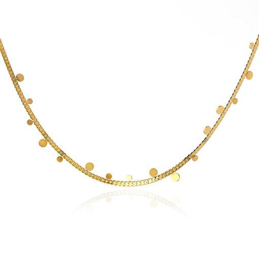 collar formado por cadena clásica con chapitas que cuelgan de la marca anartxy