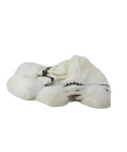 conjunto de gorro y manoplas con pelo de la marca zarucho, con estampado étnico en los dos complementos en color blanco