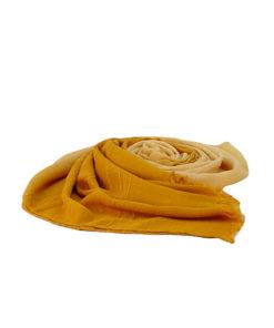 fular tie dye sencillo de la marca zarucho con detalle de rayas bordadas en color amarillo