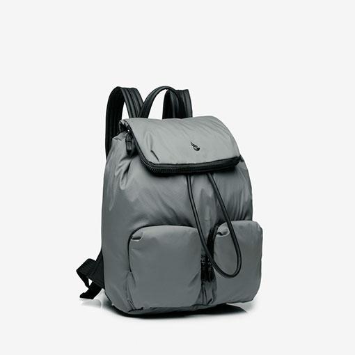 lateral de la mochila trendy flava en color gris de la marca abbacino