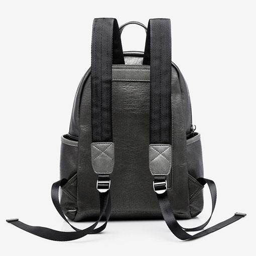 mochila metalizada de la marca abaccino en color plata parte trasera