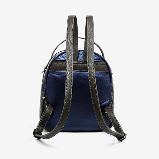 mochila de nylon acolchada de la marca abaccino color azul parte trasera
