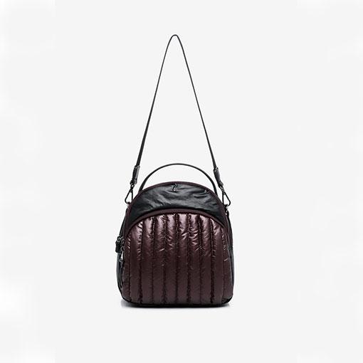 mochila de nylon acolchada de la marca abaccino color granate detalle asa hombro