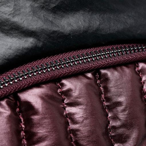mochila de nylon acolchada de la marca abaccino color granate detalle cremallera