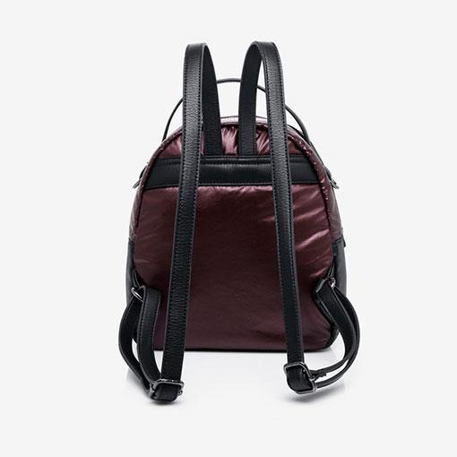 mochila de nylon de la marca abaccino en color granate parte trasera