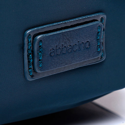 mochila de nylon de la marca abaccino en color azul detalle logotipo marca