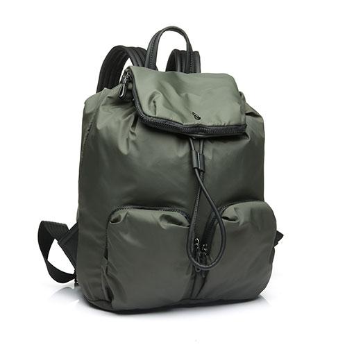 mochila trendy flava de la marca abaccino con múltiples bolsillos, cierrre de cordón y tapa, con tiras cómodas y gran capacidad.