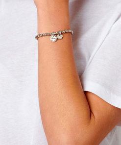 modelo con la pulsera amor sellado de la marca uno de 50