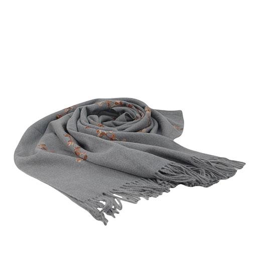 pasmina lisa de la marca zarucho con dibujo de flores bordadas en hilo en color gris