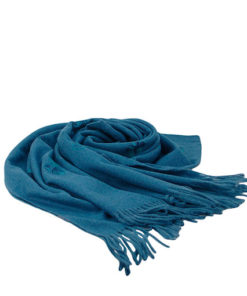 pasmina lisa de la marca zarucho con mariposas discretas bordadas en color azul