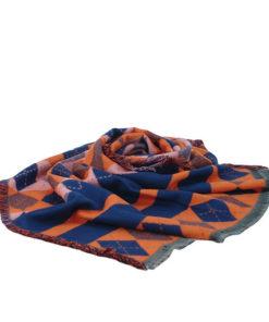 pasmina de la marca zarucho con estampado de rombos y cuadros multicolor