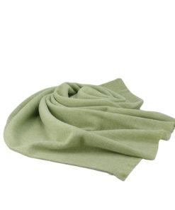 pasmina de la marca zarucho de tacto muy suave unicolor lisa en color verde