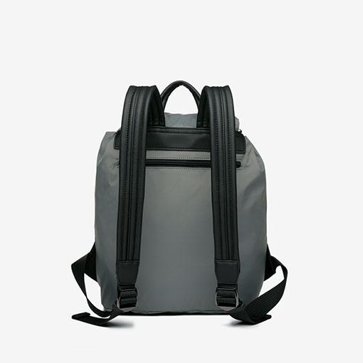 trasera de la mochila trendy flava en color gris de la marca abbacino