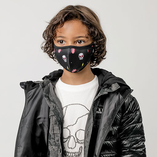 mascarilla homologada infantil de la marca abbacino con estampado de calaveras