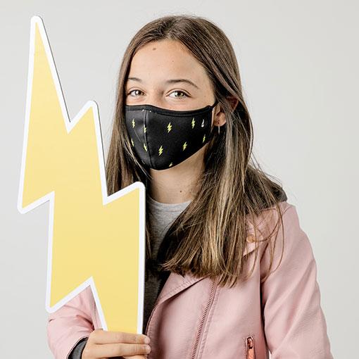 mascarilla homologada infantil de la marca abbacino con estampado de rayo
