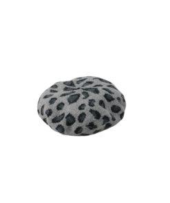 boina de la marca zarucho con estampado animal print en color negro