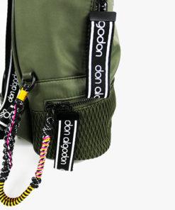 enfoque de la mochila verde de don algodón