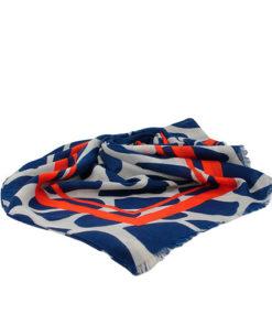 fular con manchas grandes y franjas anchas decorativas en color azul