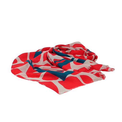 fular con manchas grandes y franjas anchas decorativas en color rojo