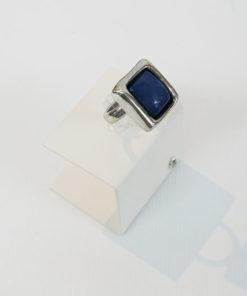 lateral del anillo cuadrado azul de la marca uno de 50
