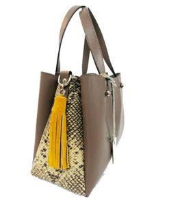 lateral del bolso con detalle lateral de serpiente de la marca martina k