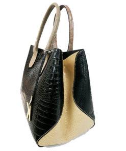 lateral del bolso de piel con estampado de cocodrilo de la marca martina k