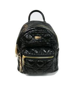mochila con estampado de rombos en charol de la marca noco complementos