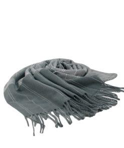 pasmina lisa en color gris suave estampado de cuadros estilo cenefa de la marca zarucho