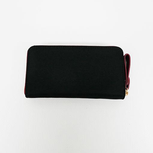 trasera de la cartera alexandra en color negro de la marca don algodón