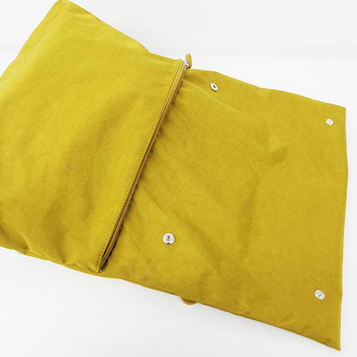 enfoque de la mochila aloha en color amarillo de la marca bensan