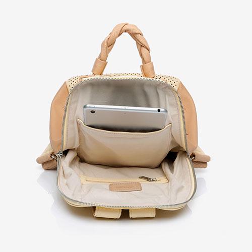 mochila reciclada abierta de la marca abbacino