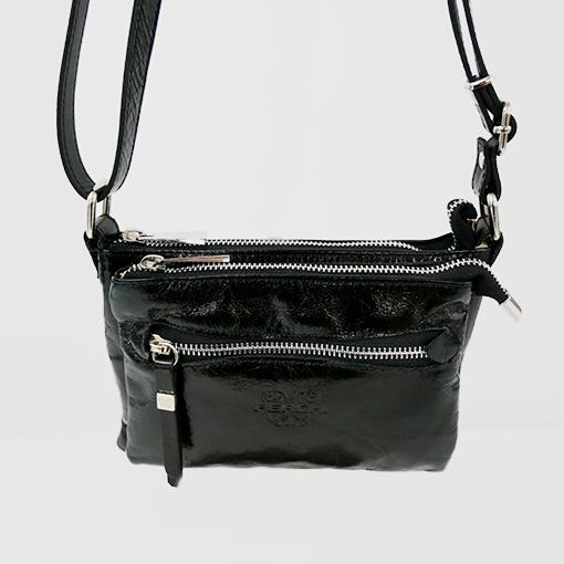 detalle del bolso cerdeña en color negro de la marca ferchi