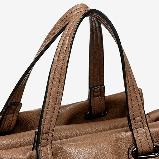 detalle del bolso shopper abhimana en color taupe de la marca abbacino
