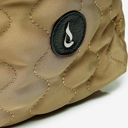 detalle del bolso shopper acolchado de la marca abbacino
