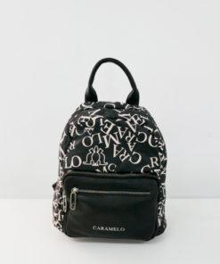 mochila logomania en color negro de la marca caramelo